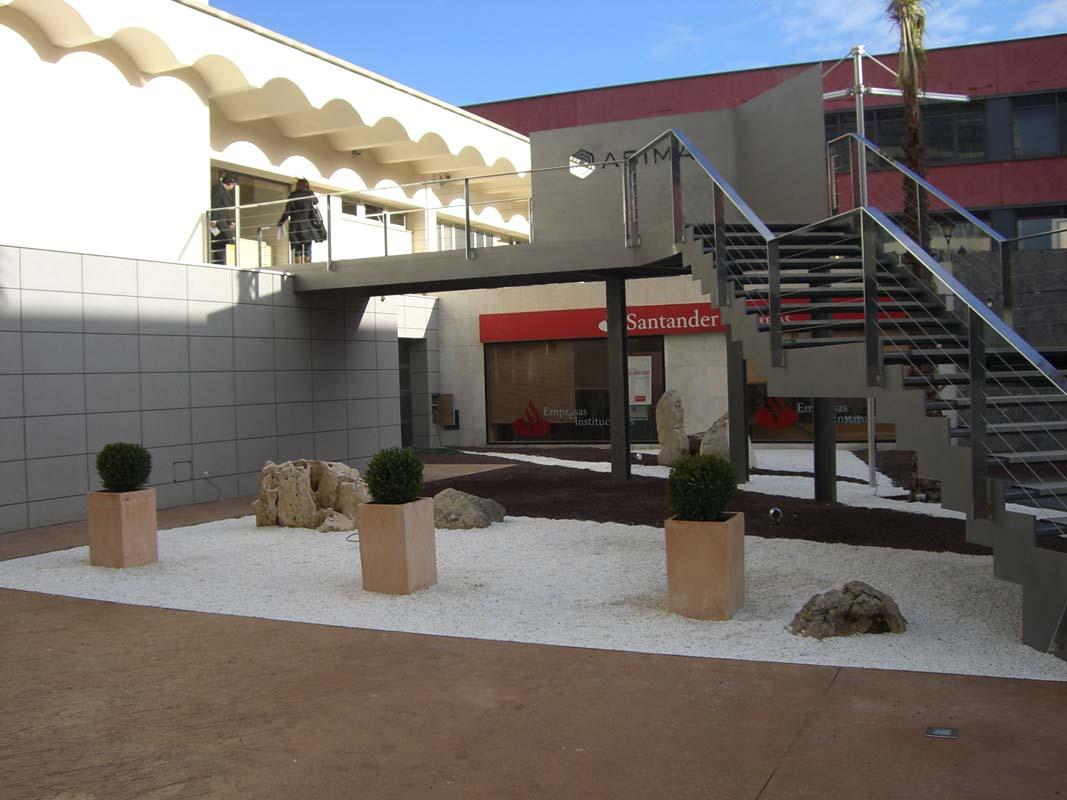 Diseño y construcción de jardín en edificio Asima (1)